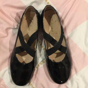 Girls black patent shoes